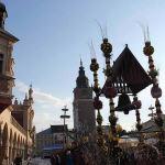 Christmas market in Krakow, Poland. Author Praktyczny Przewodnik. Licensed under Creative Commons Attribution.