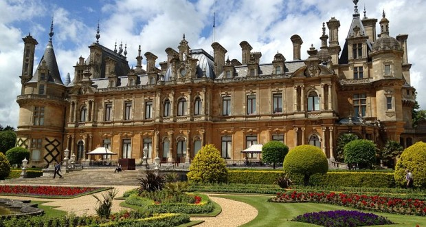 Waddesden Manor, Buckinghamshire, United Kingdom. Author GavinJA. Licensed under the Creative Commons Attribution-Share Alike