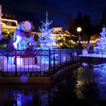 Christmas at Disneyland Paris, Paris, France. Author Flavio Ensiki. Licensed under the Creative Commons Attribution