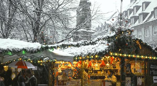 Freiburg Christmas Market (Freiburger Weihnachtsmarkt), Germany. Copyright FWTM-Fotograf Karl-Heinz Raach
